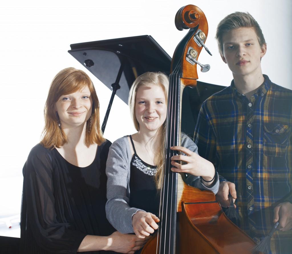 Søskentrioen Steinkopf har trådt sine musikalske barnesko på Voss jazzskule.  Nå er de klar for Norgesturné.