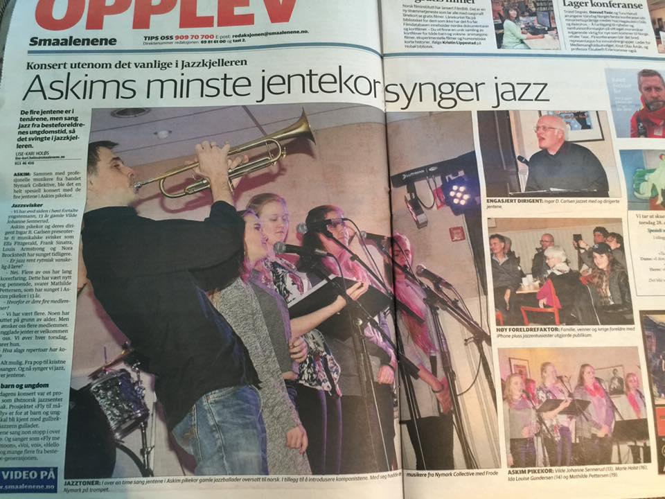 Smaalenene avis rapporterte om swingende stemning og entusiastiske sangere fra konserten 21.april