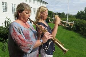 Christine og Ingrid Jensen underviste på storbandkurs